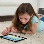 Cómo convertir las pantallas electrónicas en aliados (y no enemigos) de la educación de tus hijos